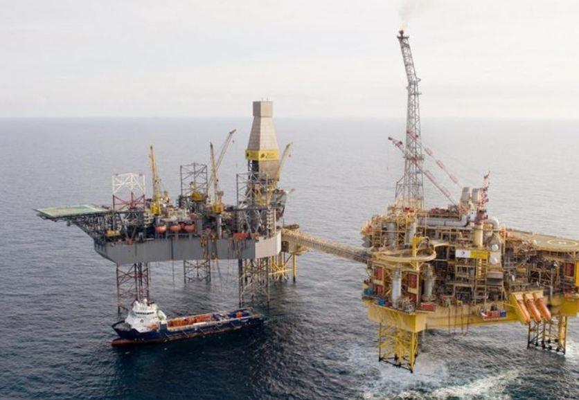 Total's Elgin PUQ platform, pictured right, alongside a Rowan rig