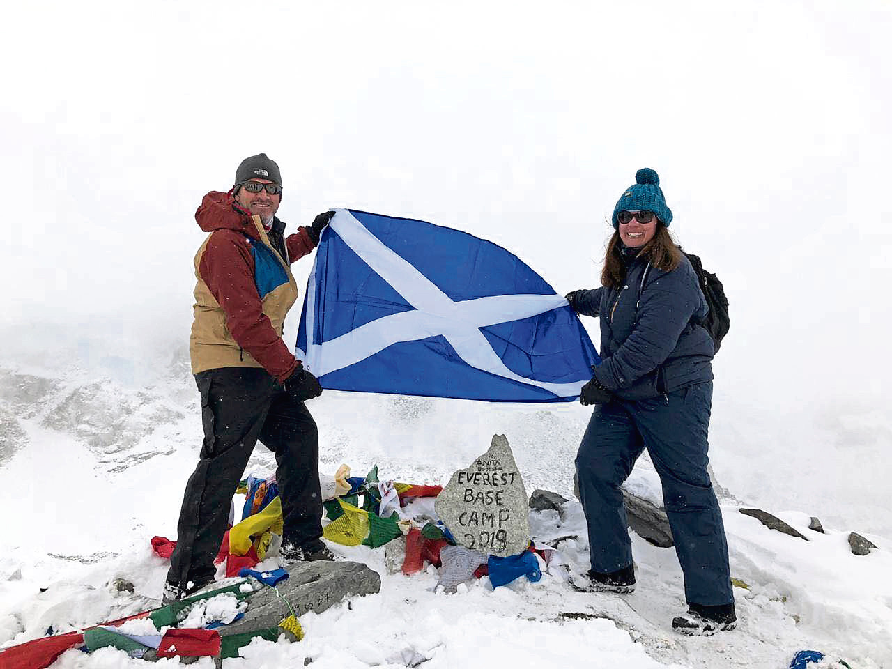 Alison Muirhead climbs Everest base camp and raises £2,600 for Alzheimer Scotland, in honour of her mum who has dementia.