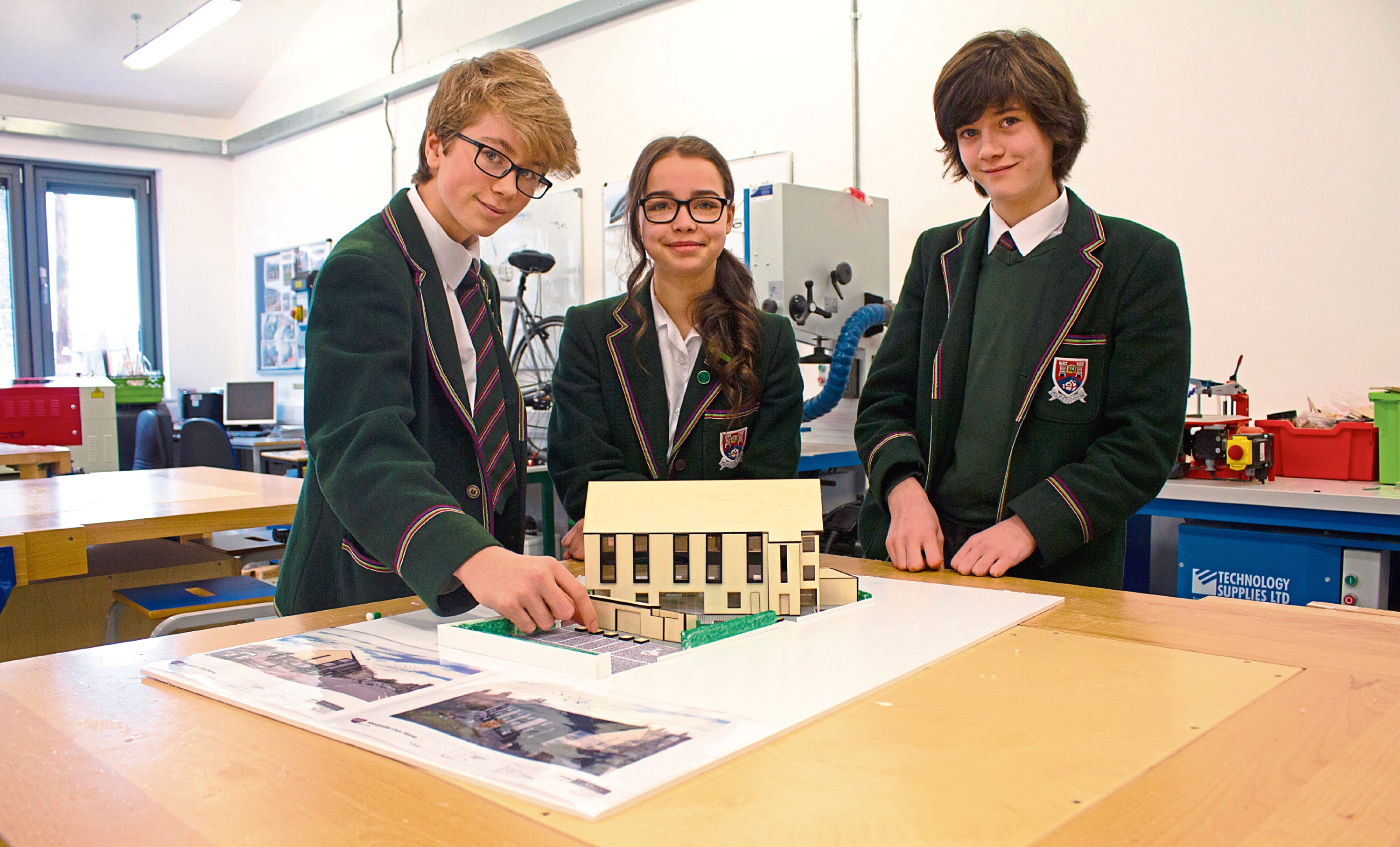 Finlay, Tiegan and Lewis with the 3D model
