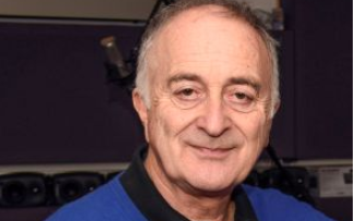 Sir Tony Robinson is to receive an honour from Aberdeen University