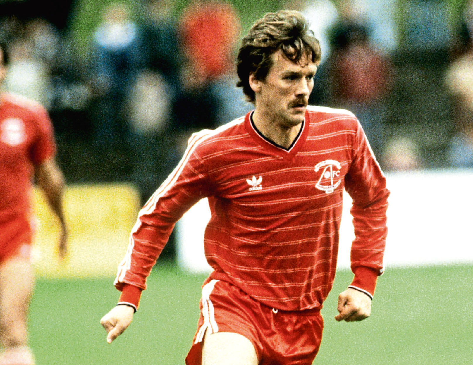 Dougie Bell in action for Aberdeen.