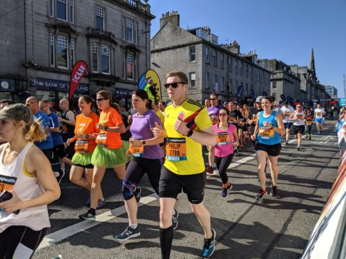 10k runners leave the starting line at the Great Aberdeen Run