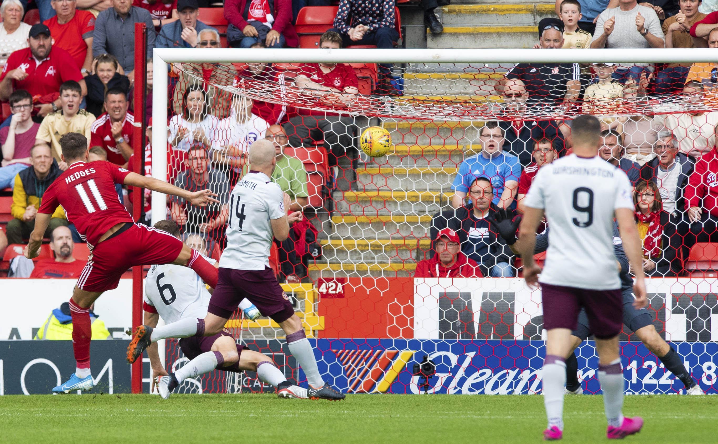 Ryan Hedges strikes to make it 3-2 to Aberdeen.