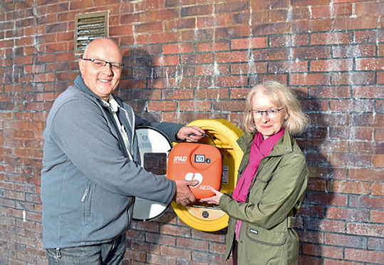 URN: CR0014640  Westhill Swimming Pool. A new Public Access Defibrillator will be officially unveiled at Westhill Swimming Pool.  Pictured are Dave and Carole Fisher with the AED at Westhill Swimming Pool.    Picture by Scott Baxter    26/09/2019