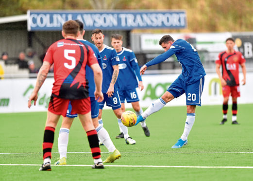 Pictured is Fraser Aird making it 3-0 Cove.   Picture by Scott Baxter    28/09/2019
