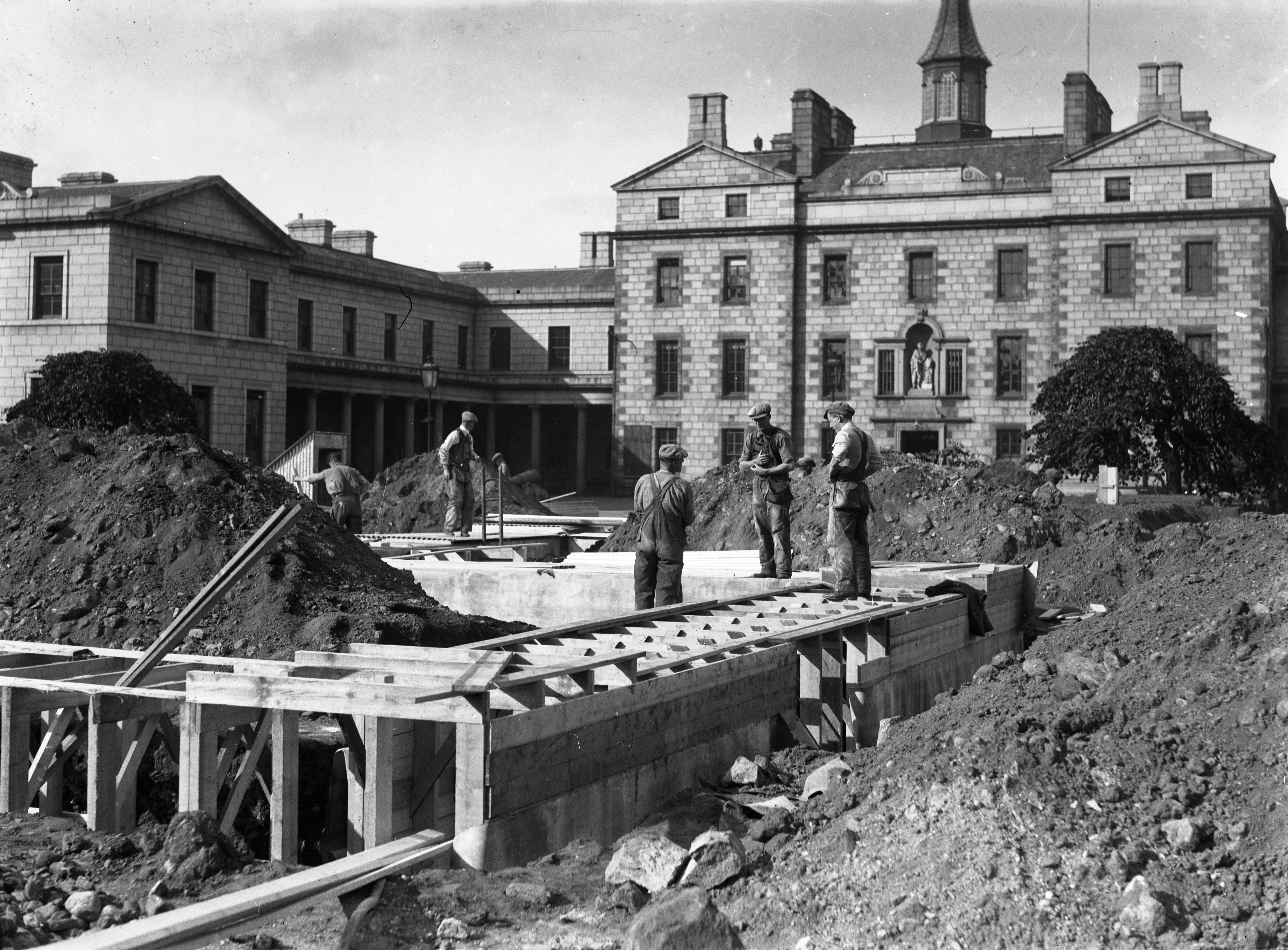 Making air raid shelters at Robert Gordons College. Picture was taken 26 September 1939
