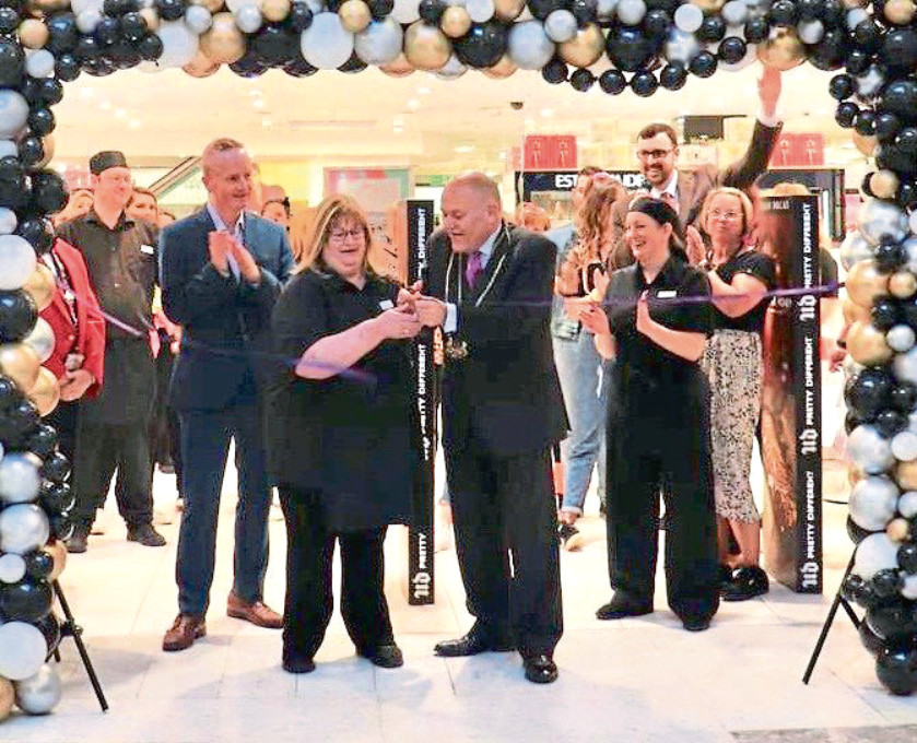 Catherine Leaper and Lord Provost Barney Crockett cut the ribbon to celebrate