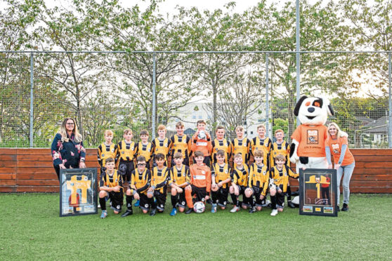 The Middlefield Wasps under 13's football team have unveiled their new strip and support of local children's charity Charlie House.