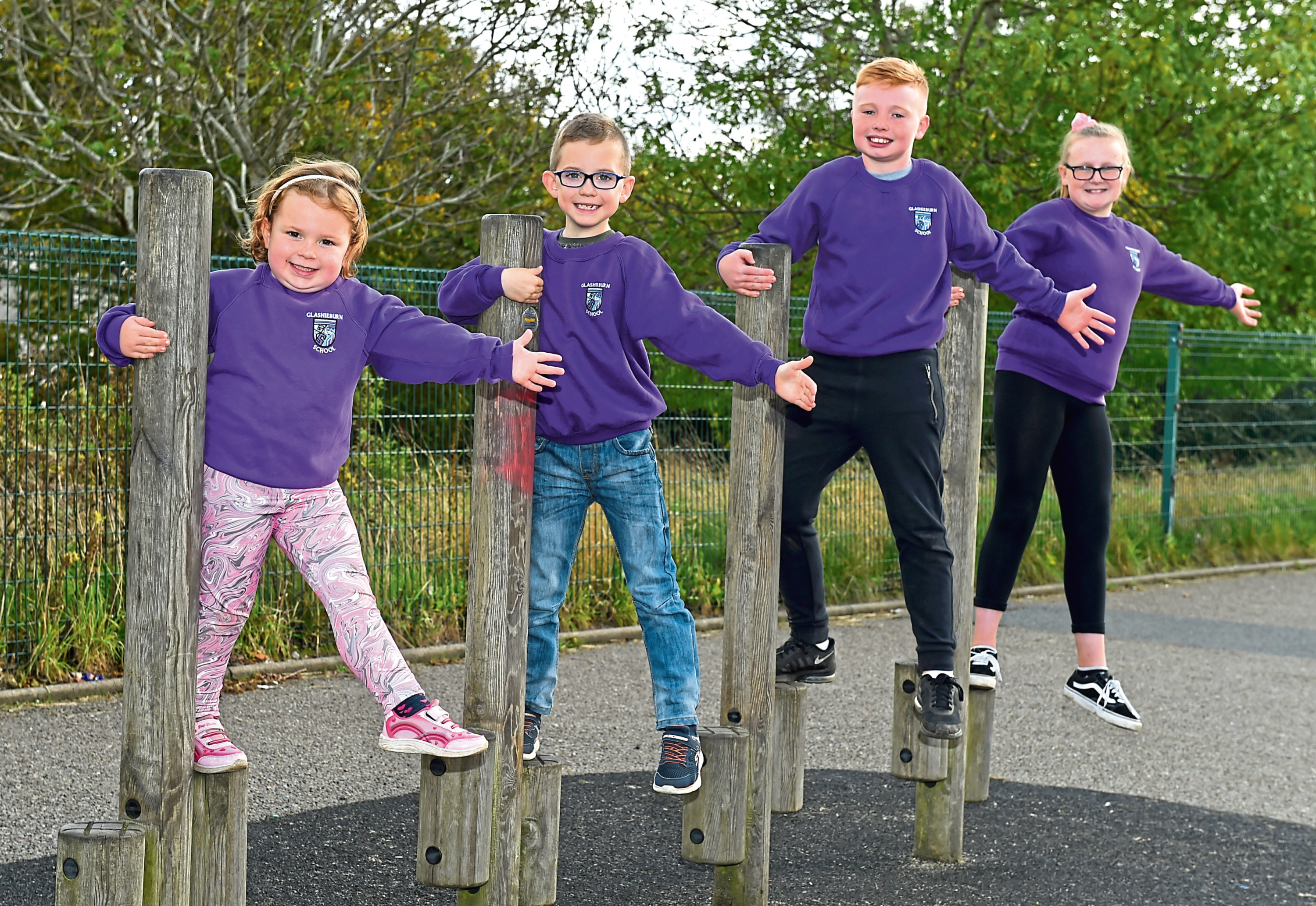 Rhea Petrie, 5, Cameron Kessack, 7, Harry Hepburn, 10, Dania Ross, 11 of Glashieburn School. Picture by Kenny Elrick.