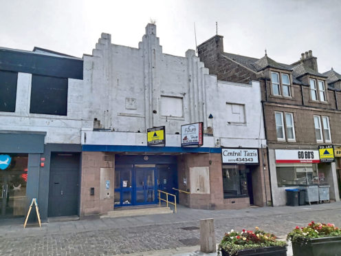 The council has thrown its support behind proposals for a new cinema at the old Gala Bingo site