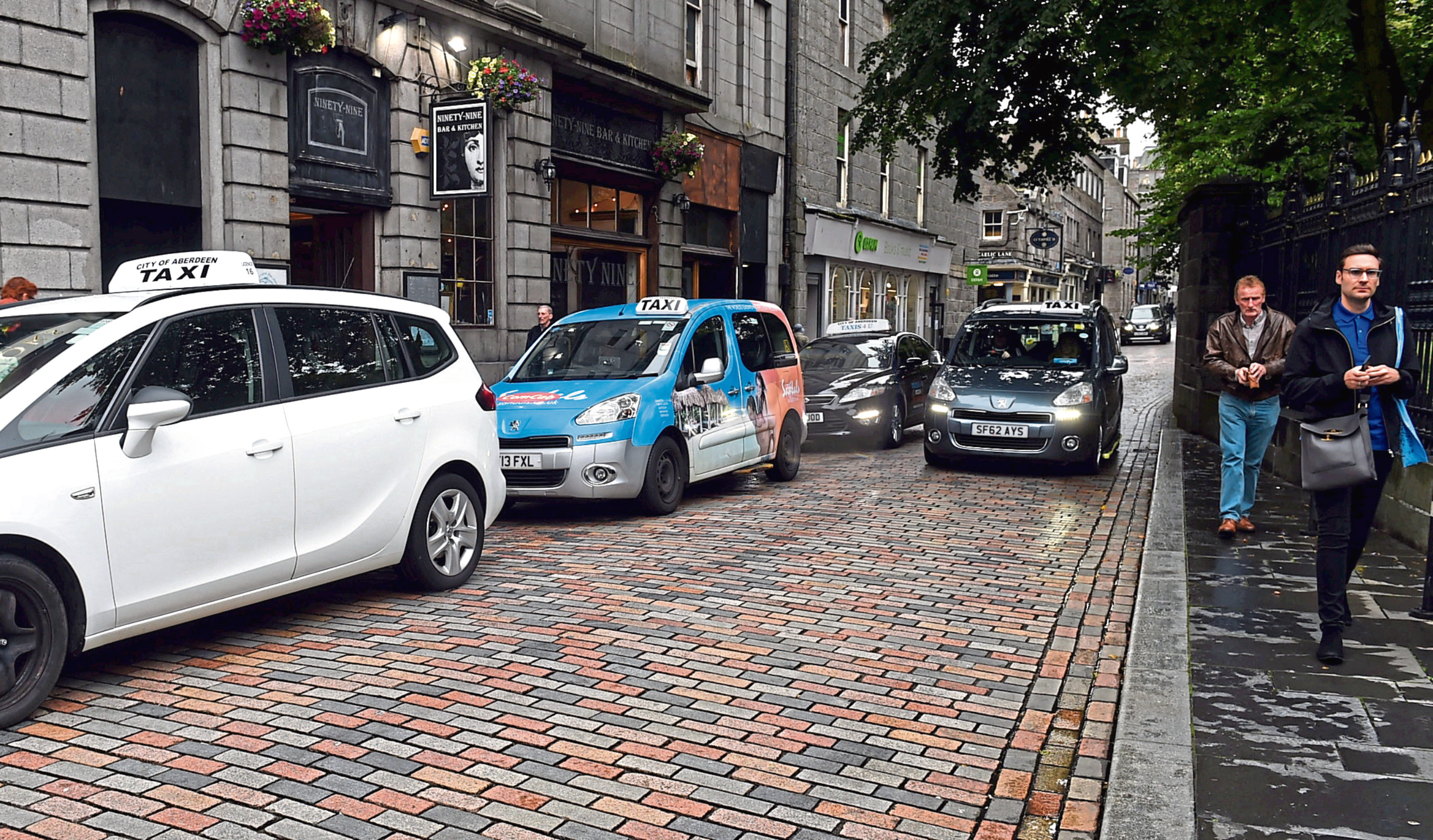 Taxis on Back Wynd