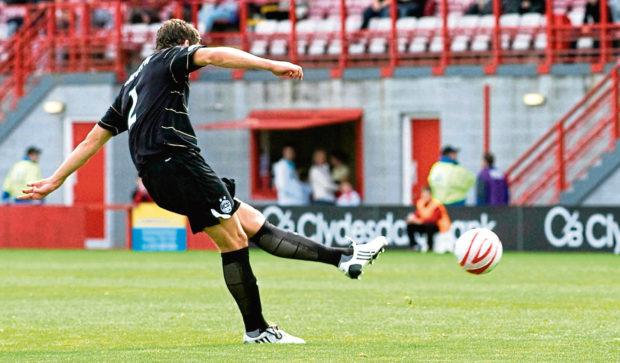 Charlie Mulgrew scores for Aberdeen.
