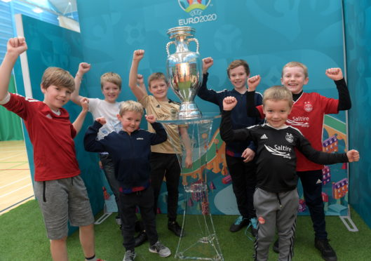 Archie Rhodes, Jack Hart, Olly Mather, Clarke White, Leon Mather, Aiden Taylor and Logan Taylor with the The Henri Delaunay Trophy