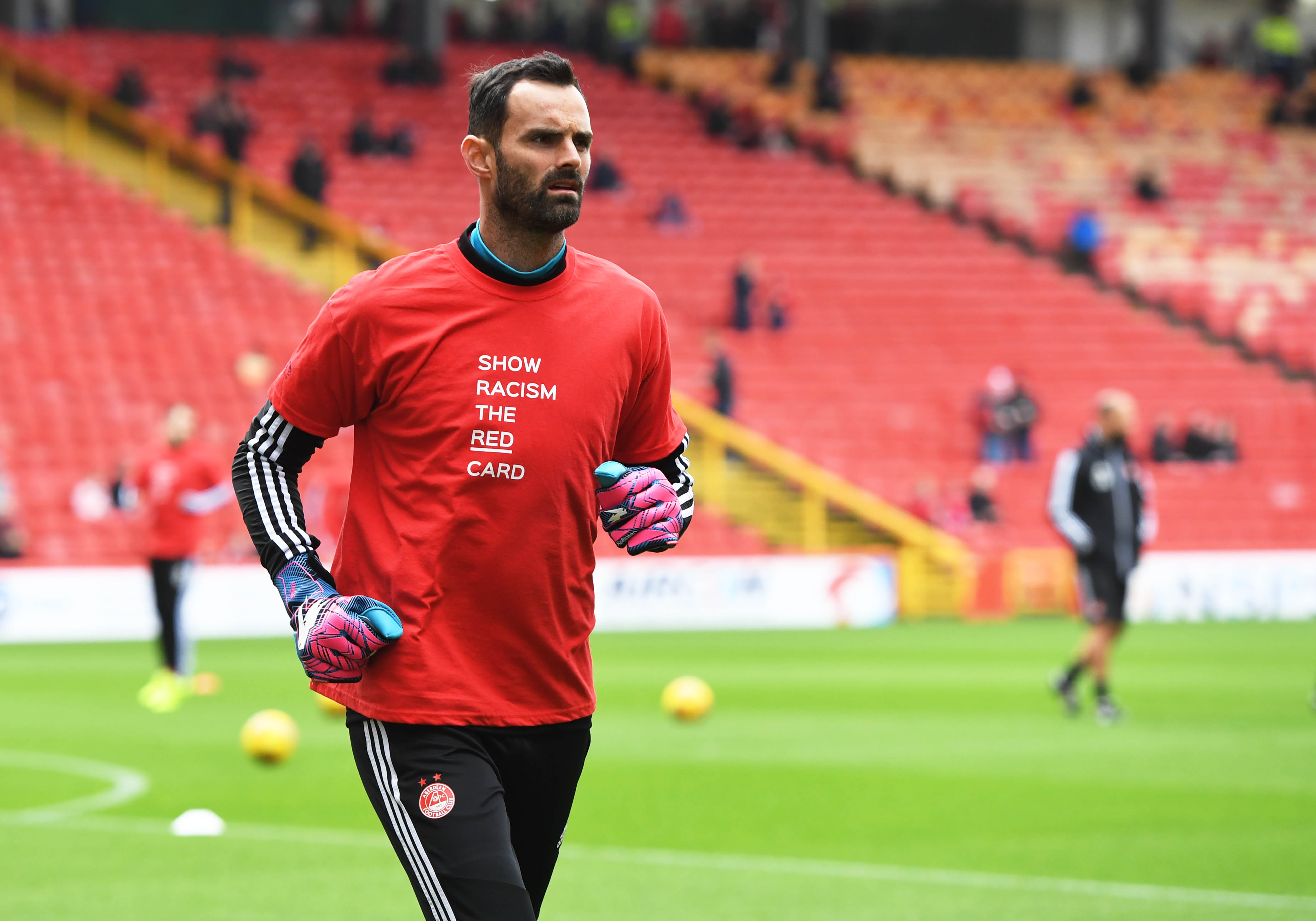 Aberdeen's Joe Lewis in the warm up ahead of the Ladbrokes Premiership match between Aberdeen and Hibernian at Pittodrie Stadium.
