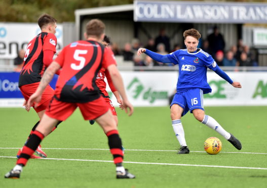 Chris Antoniazzi scoring for Cove Rangers against Annan Athletic.