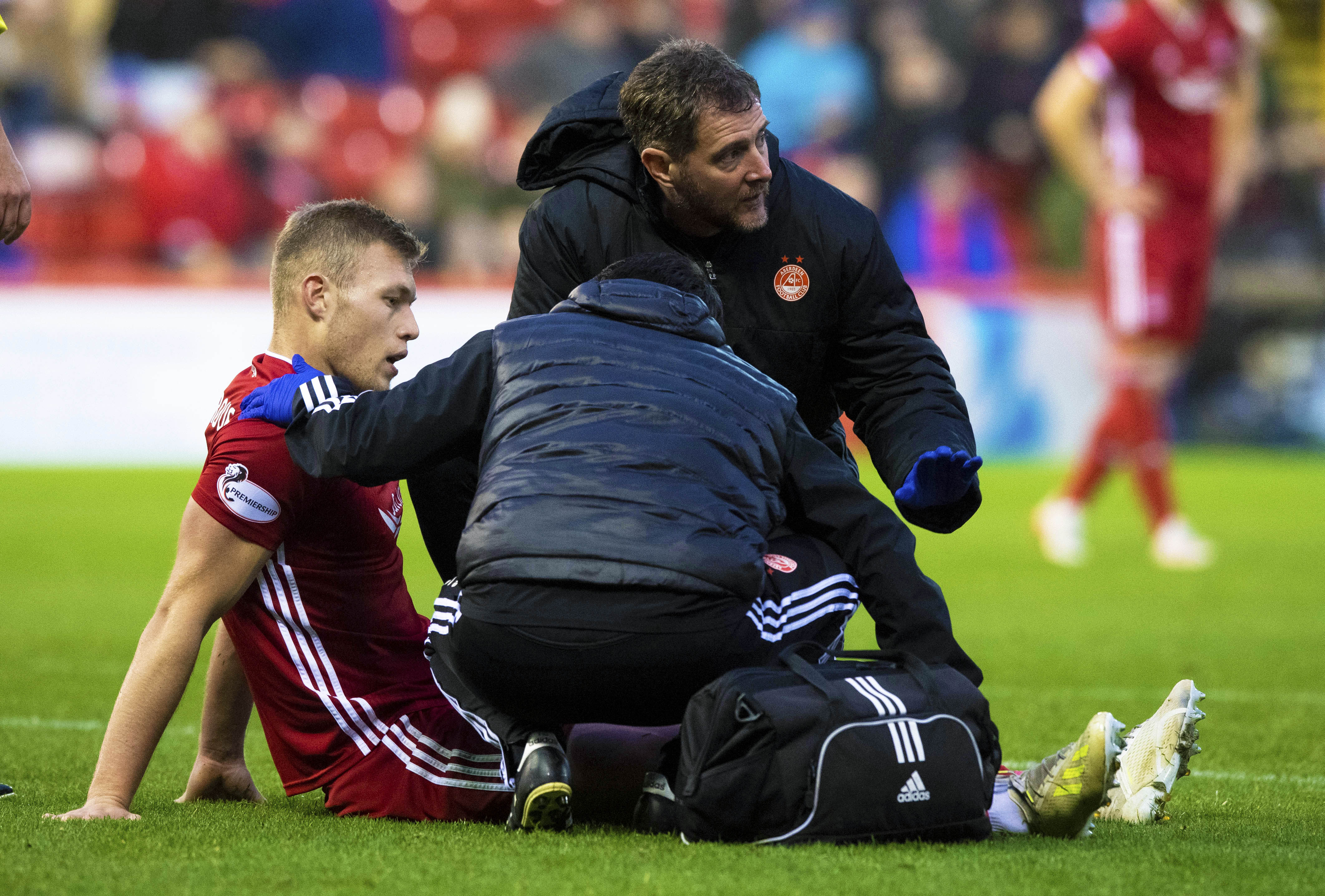 Aberdeen's Sam Cosgrove goes down with an injury and is forced off.