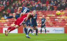 Curtis Main heads home to make it 1-0 to Aberdeen.