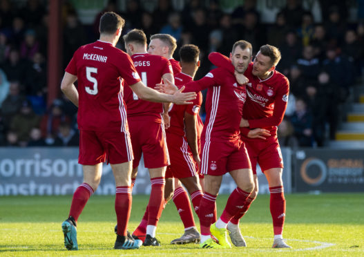 Aberdeen's Niall McGinn celebrates his goal to make it 1-1 with team mates during the Ladbrokes Premiership match between Ross County and Aberdeen.
