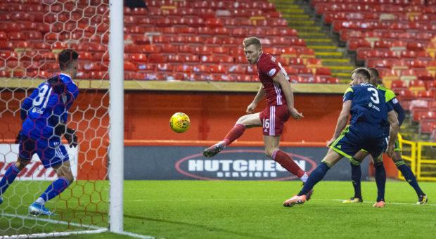 Sam Cosgrove scoring for Aberdeen..