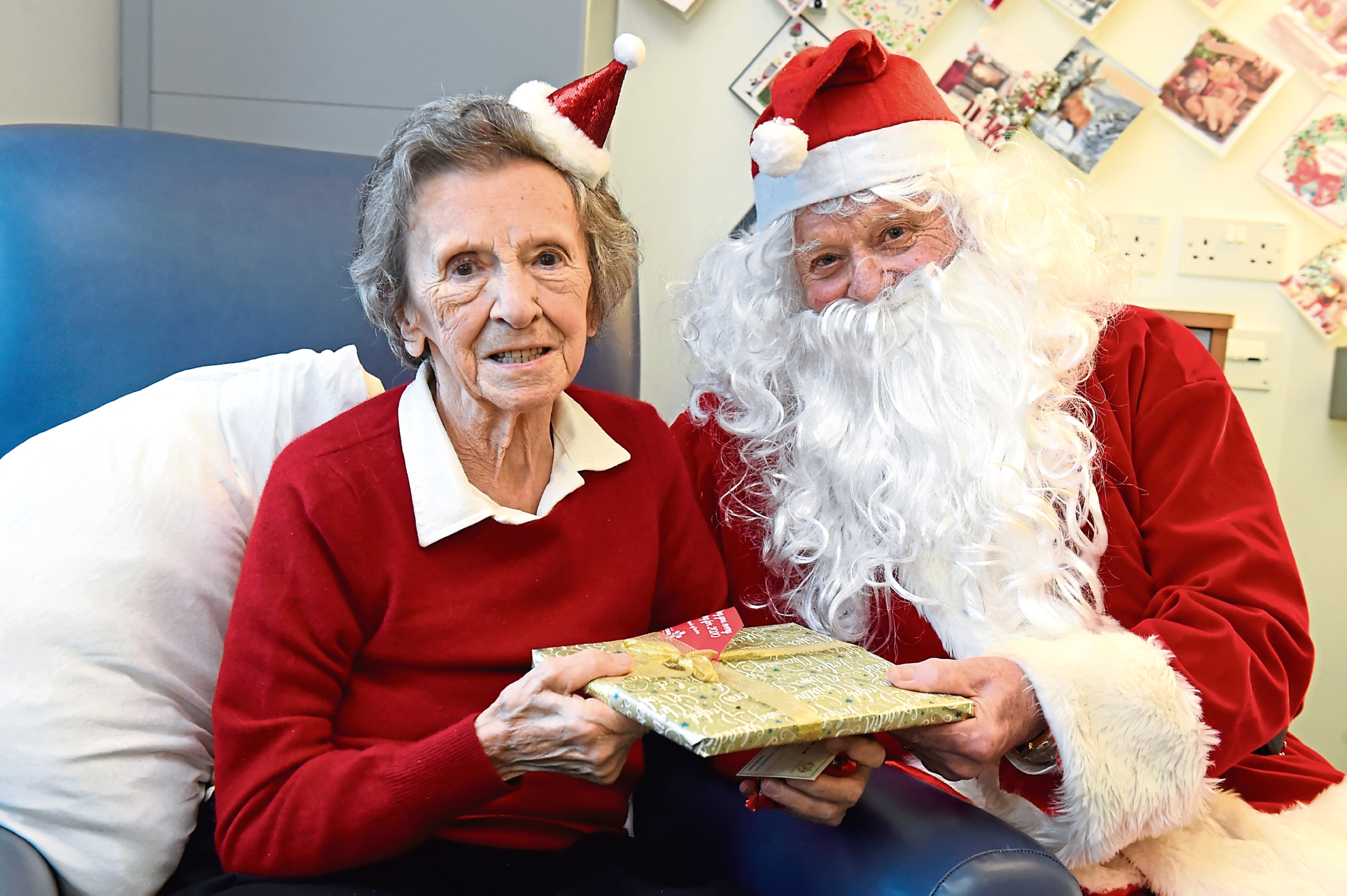 Violet Gardiner, 90, with Santa. Picture by Kenny Elrick