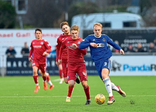 Harry Milne drives forward for Cove. Picture by Scott Baxter
