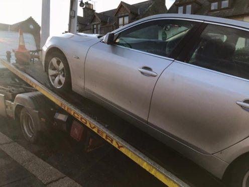 Police tow away an uninsured car in Fraserburgh