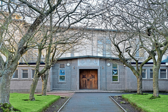 Garthdee Church is to shut despite protests from residents.