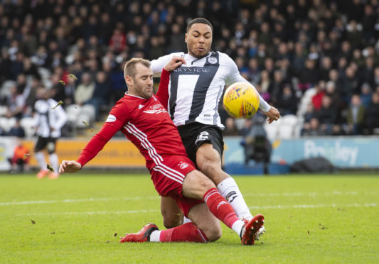 Aberdeen's Niall McGinn in action against St Mirren.