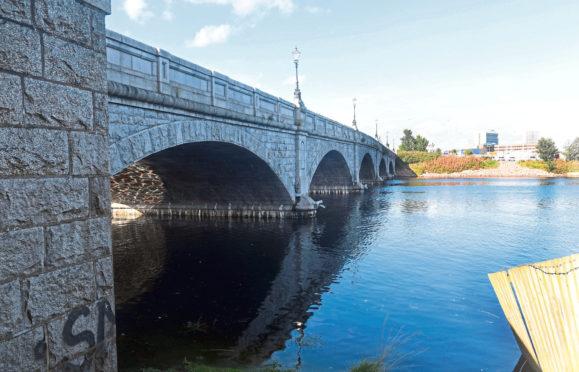 The north side of the Victoria Bridge