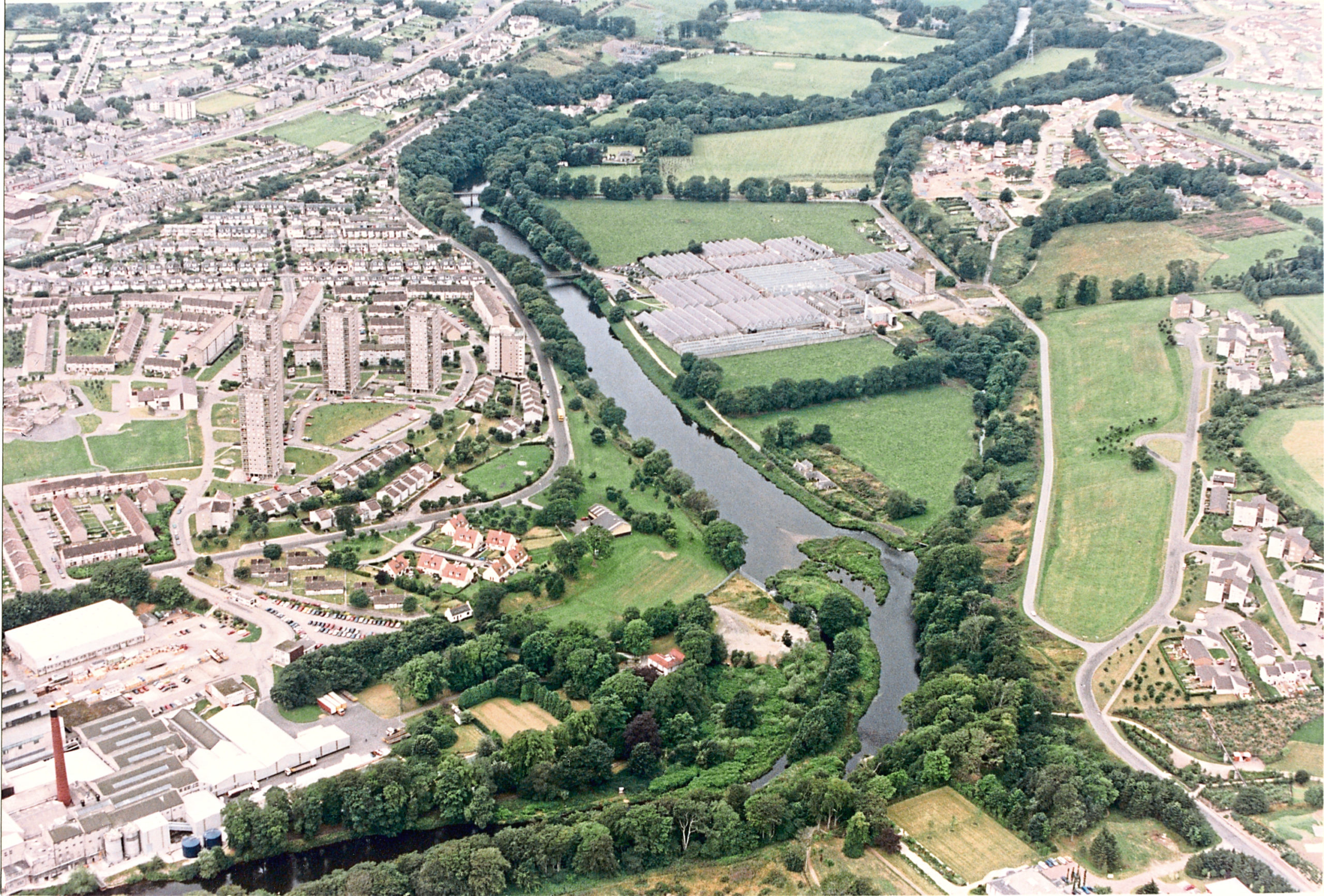 An aerial view of the River Don, Tillydrone and Grandholm Mills in 1991