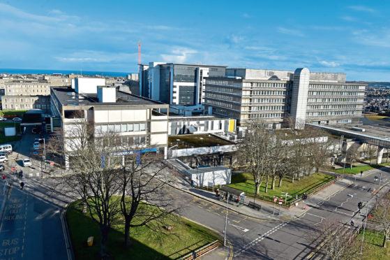 A building warrant for Aberdeen Royal Infirmary has been approved
