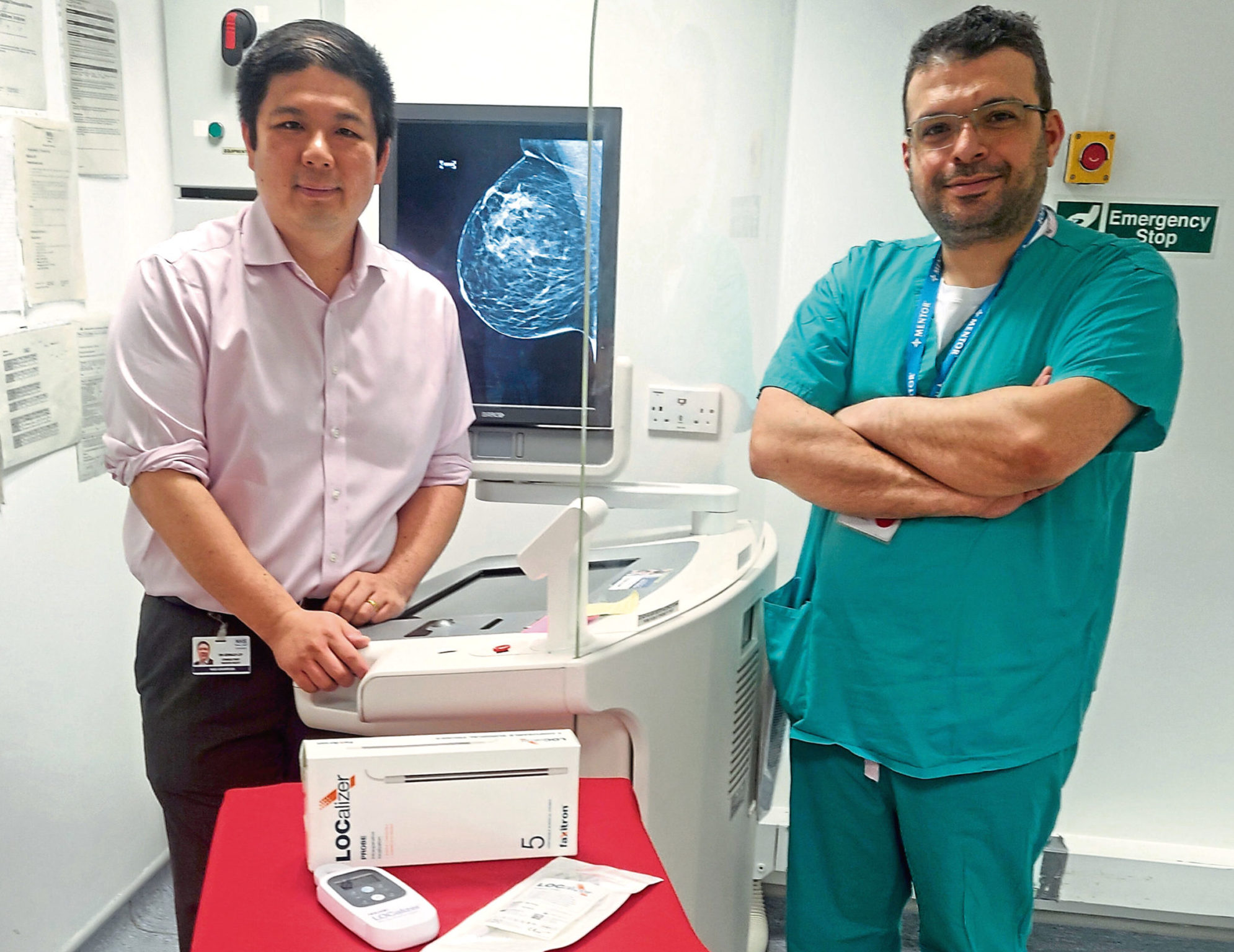 Dr Gerald Lip, left, and Mr Yazan Masannat with the new screening technology at ARI