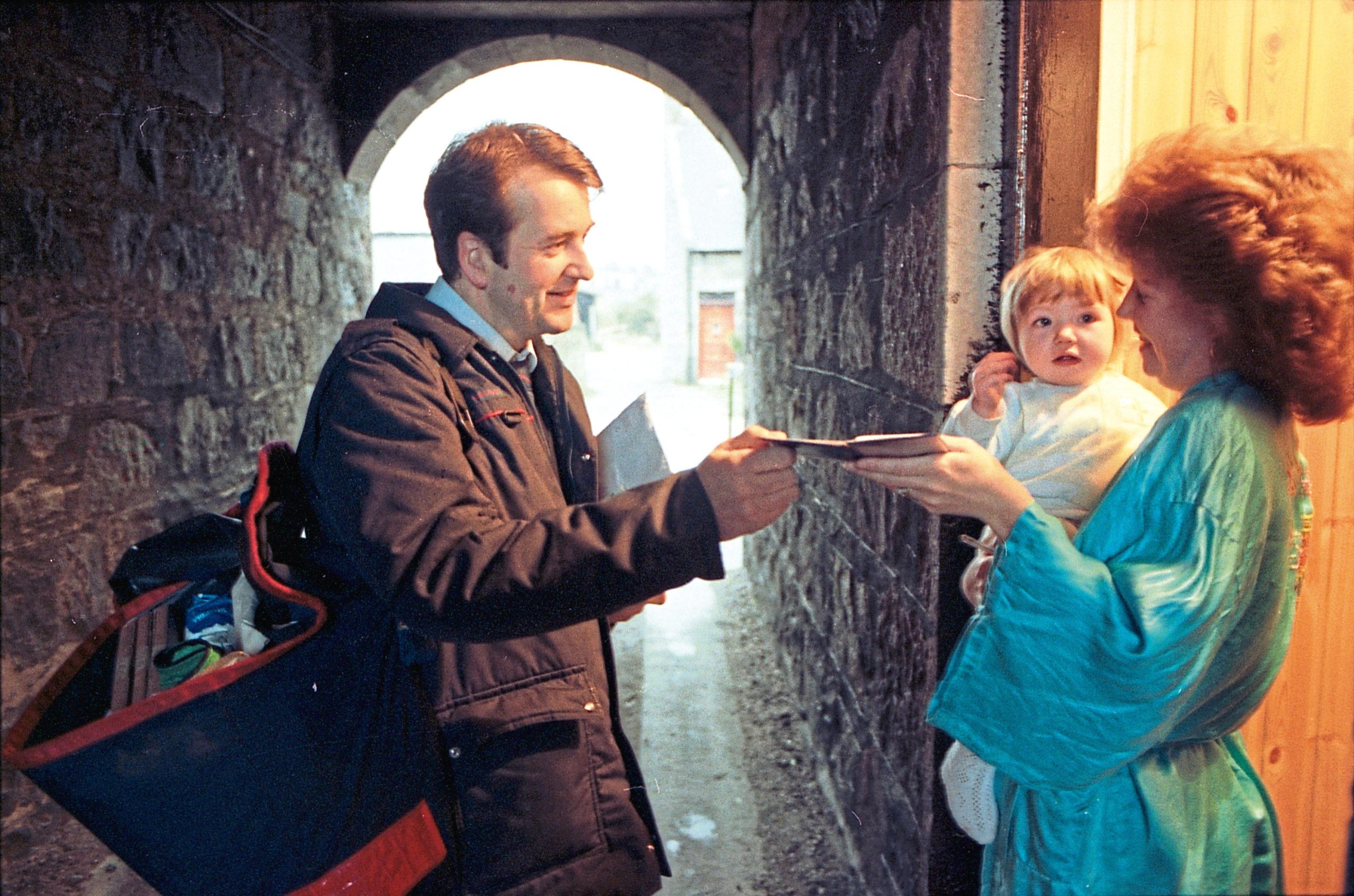 AN 015890_5A 1993-11-30 Holburn Street (C)AJL Neg. No. 015890 (Frame 5A) Postmen feature. Postman Jim Smith delivering mail to Linda Ross, Holburn Street. 30 November 1993.