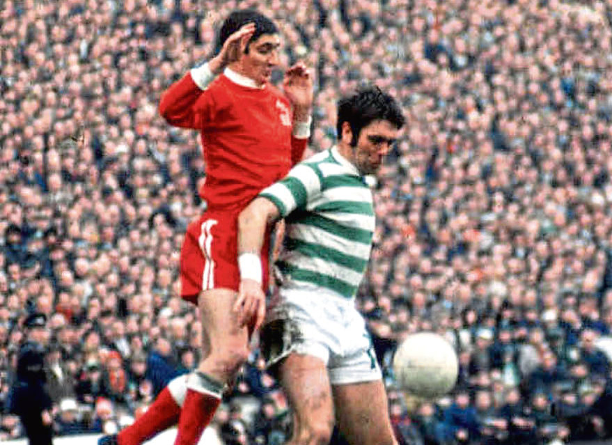 Aberdeen's Jim Hermiston (left) challenges John Hughes in the final.
