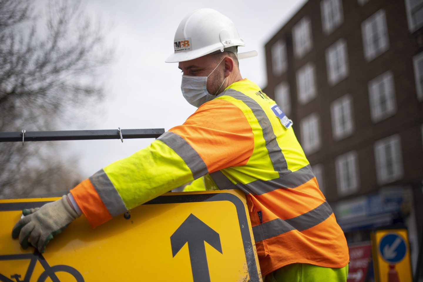 A construction worker wearing a protection face mask
