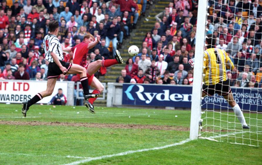 Shearer scored twice in the first leg.