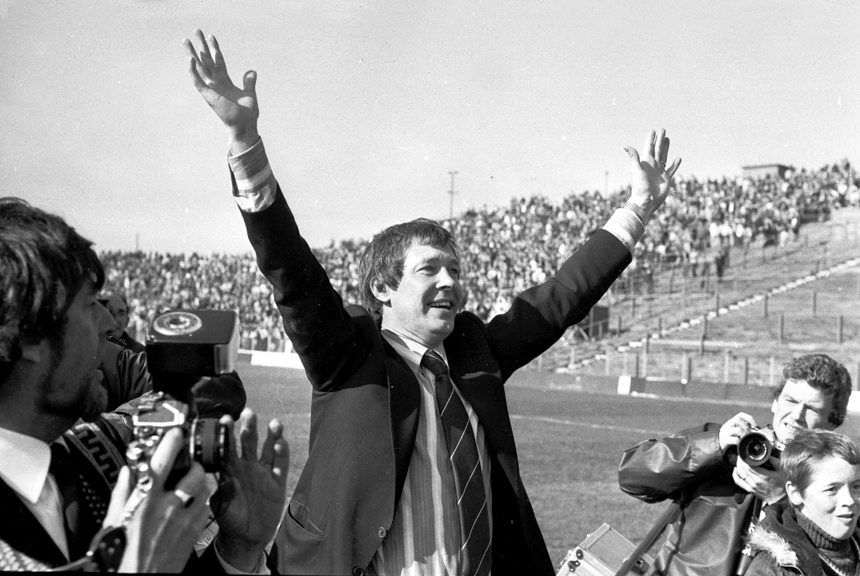 Fergie celebrates with the fans at Easter Road.