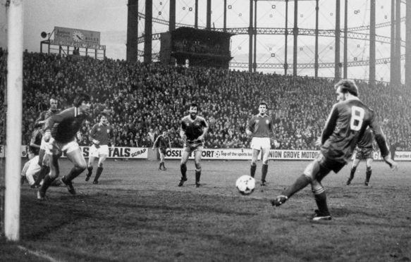 Steve Archibald scoring for Aberdeen.