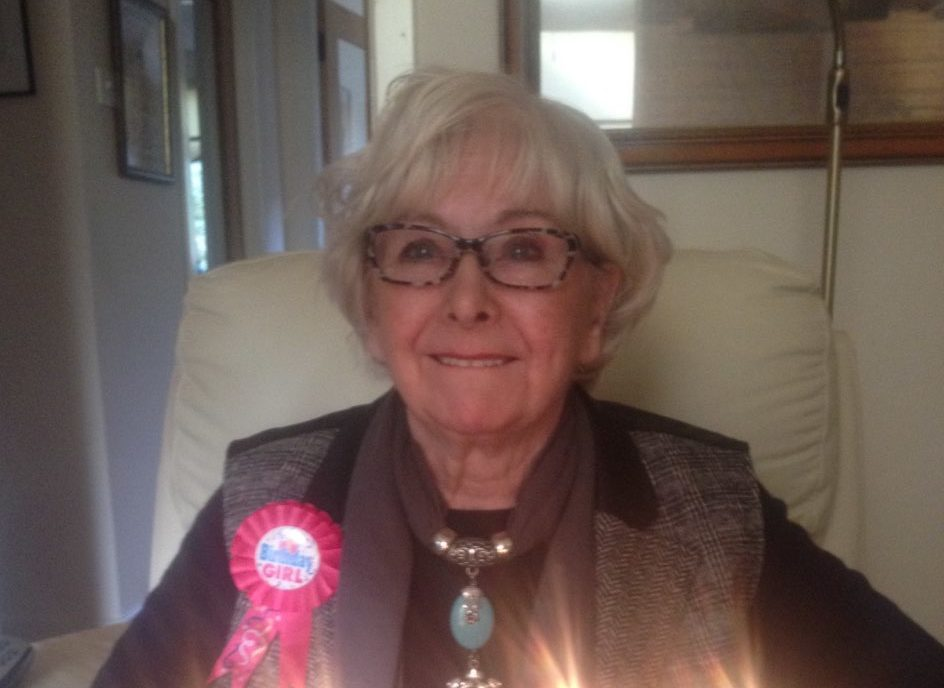 Tributes have been paid to singer Pearl Stewart, who passed away aged 92