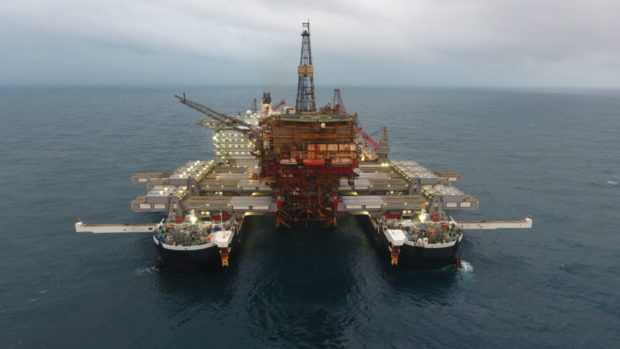 """Pioneering Spirit removed the Brent Alpha topsides in a """"fast lift"""" lasting only nine seconds."""