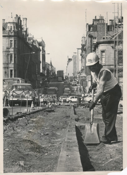 Roadman James Bruce working on the creation of the dual-carriageway of Market Street.  26 August 1976.