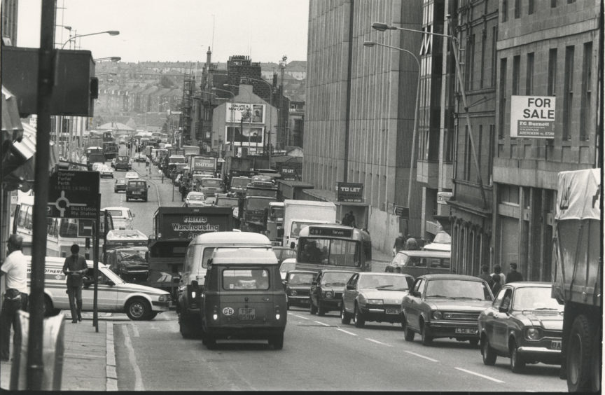 Traffic jams on Market Street looking south to the junction with Guid Street and Trinity Quay. 22 August 19833