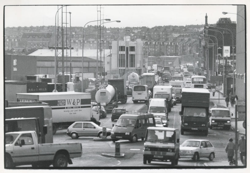 The scene of commuter chaos during the rush hour on Market Street, Aberdeen.  10 February 1993.