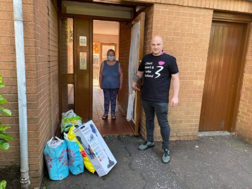 Chest Heart & Stroke Scotland's Kindness Volunteer Frank delivering shopping safely to Linda who is unable to leave the house
