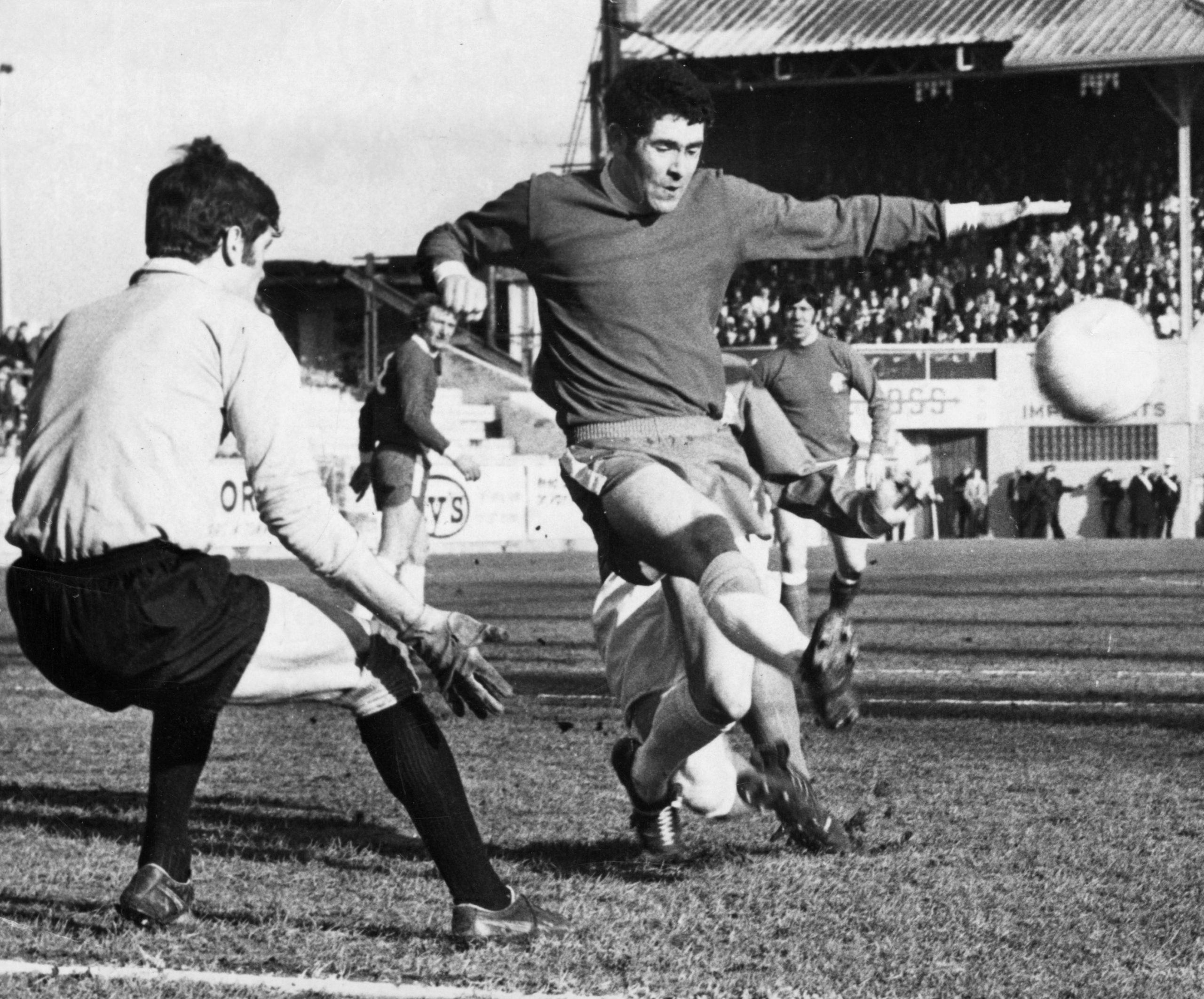 Steve Murray clears in February 1971.
