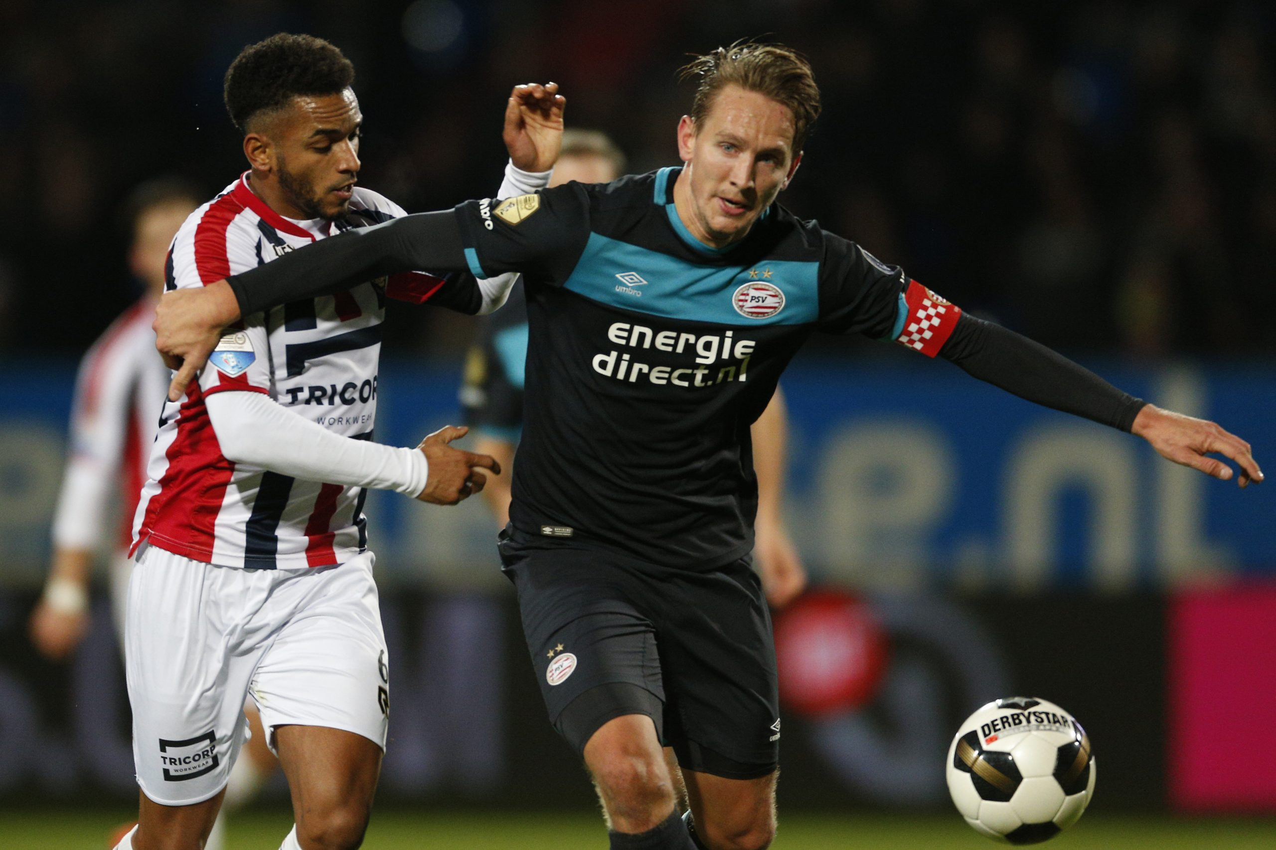 Funso Ojo playing against former team PSV Eindhoven for Willem II.