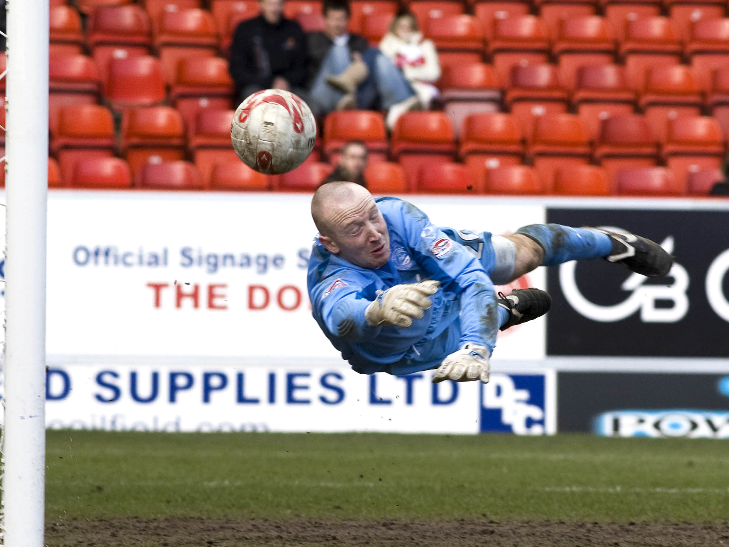 Derek Soutar making a save for Aberdeen in 2008.