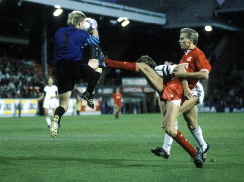 Big striker Willem van der Ark in action for Aberdeen.