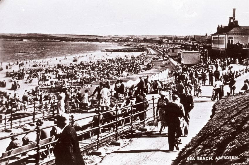 Mid-20th century postcard. The beach remained popular throughout the 1950s and 60s. Particularly during the July Glasgow Fair Fortnight and the Edinburgh Trades Fortnight. The beach continues to be a wonderful asset and popular destination for residents and visitors to Aberdeen.