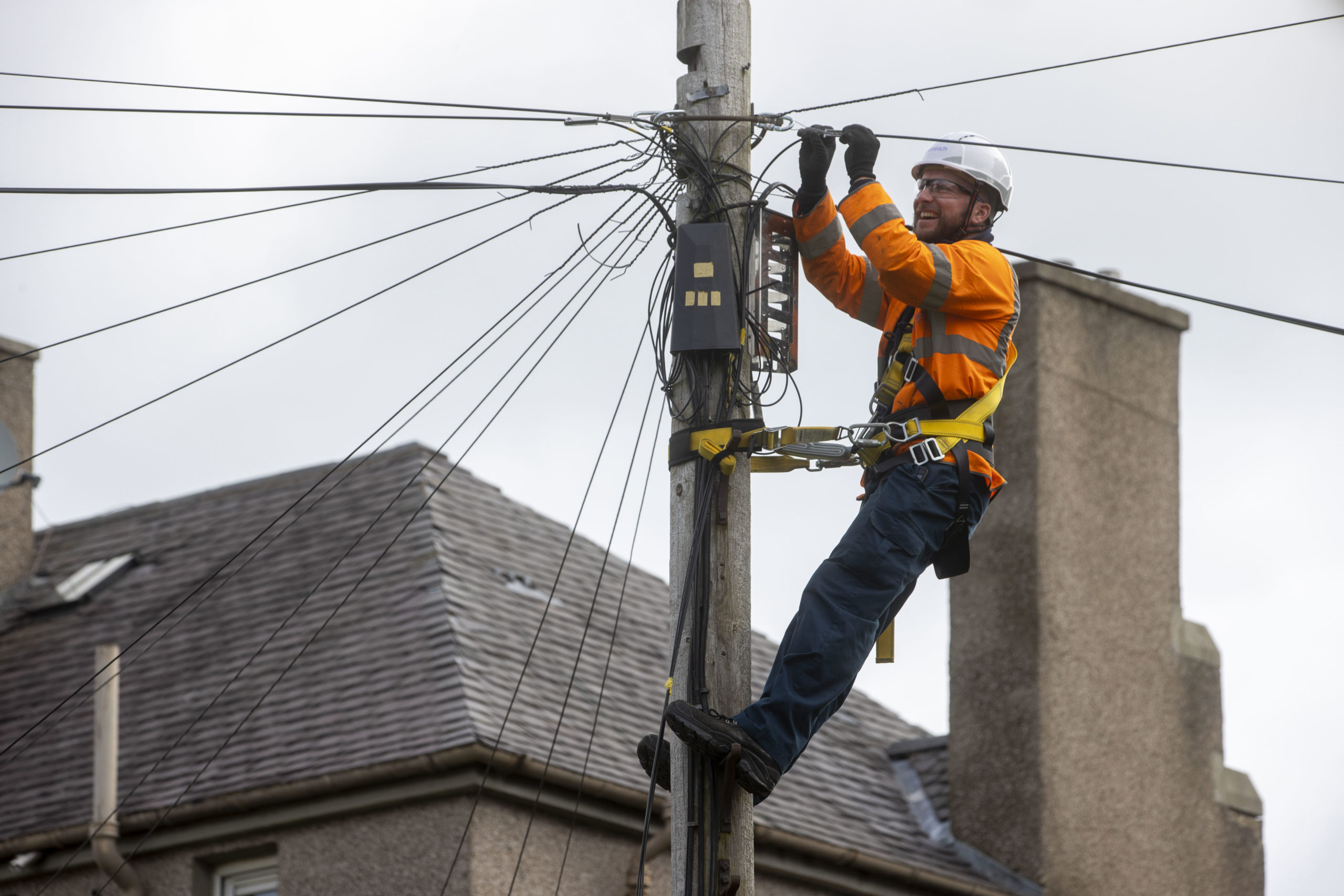 Engineer works on full fibre pole